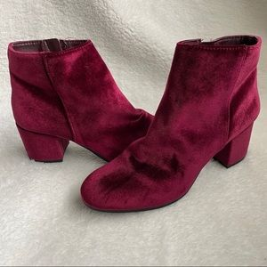 Circus by Sam Edelman red velour booties size 8